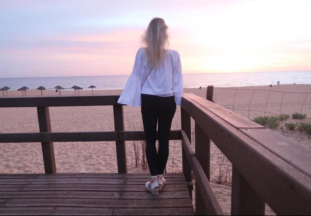 Adaptação de uma adolescente em Portugal